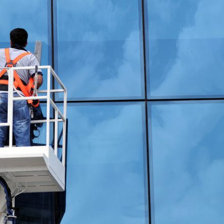Looking For Commercial Window Cleaners In Edinburgh? Check This Guide!